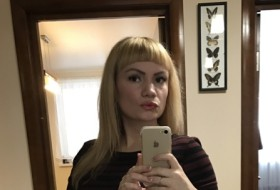 Anna, 32 - Just Me