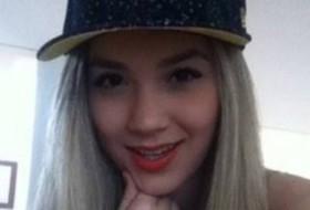 Bela, 18 - Just Me