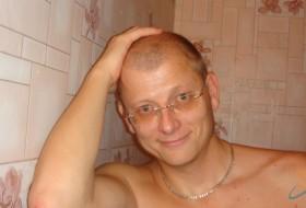 tony, 44 - Just Me