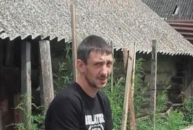 Denis , 35 - Just Me