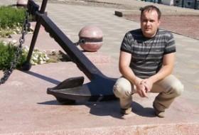 Petr , 41 - Just Me