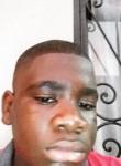 Henock, 18  , Libreville