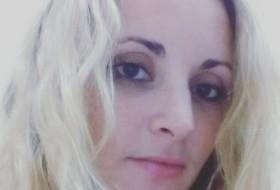 Nadiya, 34 - Just Me
