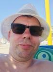 Stuart , 45, Witney