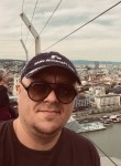 Tomek, 37  , Arese