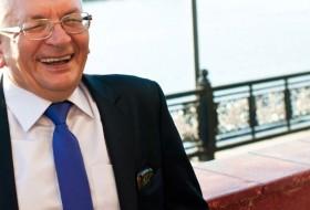 Viktor, 66 - Just Me