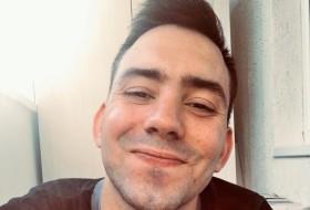 Anton, 25 - Just Me