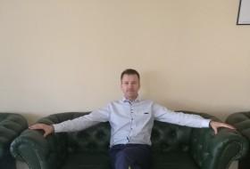 Mitka, 37 - Just Me