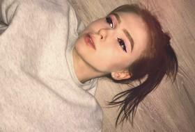 Eva, 18 - Just Me