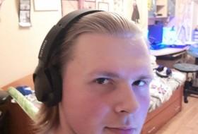 Aleksandr , 19 - Just Me