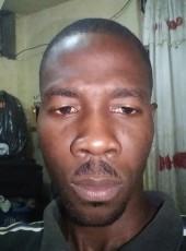Meroné, 37, Haiti, Port-au-Prince
