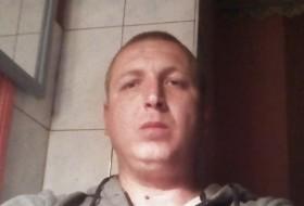 Denis, 32 - Just Me