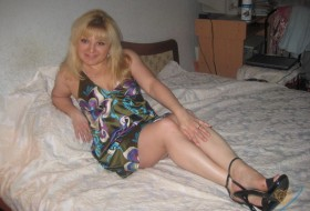 Lina, 48 - Just Me