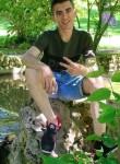 Karim, 19  , Algiers