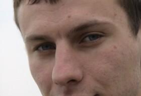 Artem, 32 - Just Me