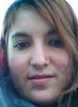 Kenza, 26  , Saint-Ouen