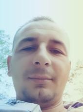 Deejay leksi, 29, Albania, Shkoder