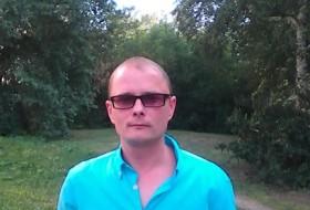 Denis, 40 - Just Me