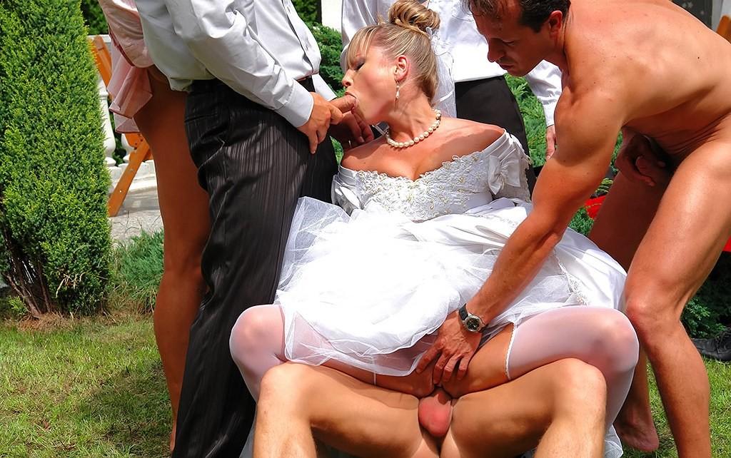невест свадьбе порно групповое на