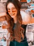 Charlotte, 18  , Napoli
