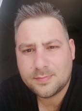 Bogdan , 30, Romania, Cosereni