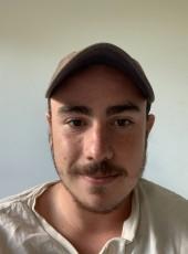 Antoine, 19, France, Biarritz