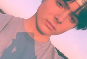 Alex, 20 - Just Me