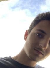 Thomas, 22, France, Royan