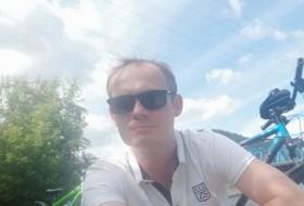 Anton, 30 - Just Me