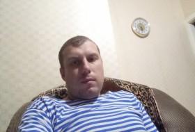 Aleksey , 31 - Just Me