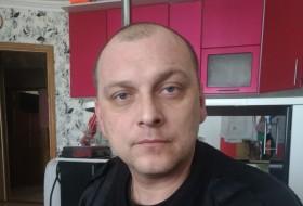 Denis, 44 - Just Me