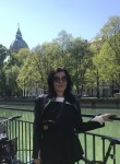 Lea, 43  , Munich