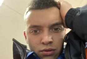 Vlad, 19 - Just Me