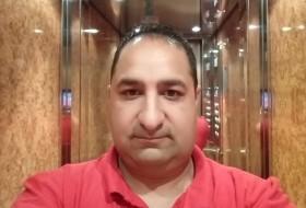 Valentin, 35 - Just Me