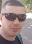 Vasile, 32  , Paris