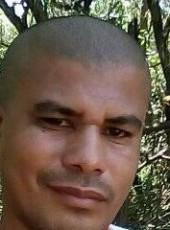 Carlos, 19, Brazil, Vitoria
