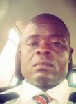 André, 40  , Luanda