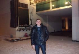 yuriy, 45 - Just Me