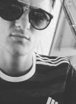 Lukas, 23  , Simiane-Collongue