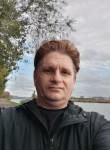 Fernando , 44  , Deinze