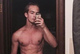 Dmitriy, 18 - Just Me