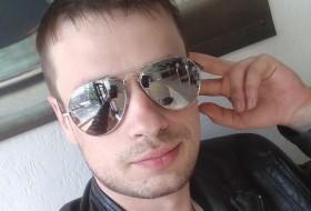 Aleks, 27 - Just Me