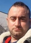Labinot, 32  , Pristina