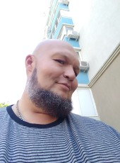 Oleg, 47, Russia, Sevastopol