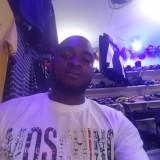 Curtis, 27  , Libreville