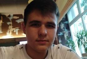 Vladislav, 19 - Just Me