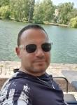 Niku, 36  , Tirana