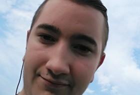 Dominik, 18 - Just Me