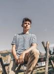 Andrei , 18  , Vatra Dornei