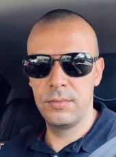 John Montoya, 39, Colombia, Medellin